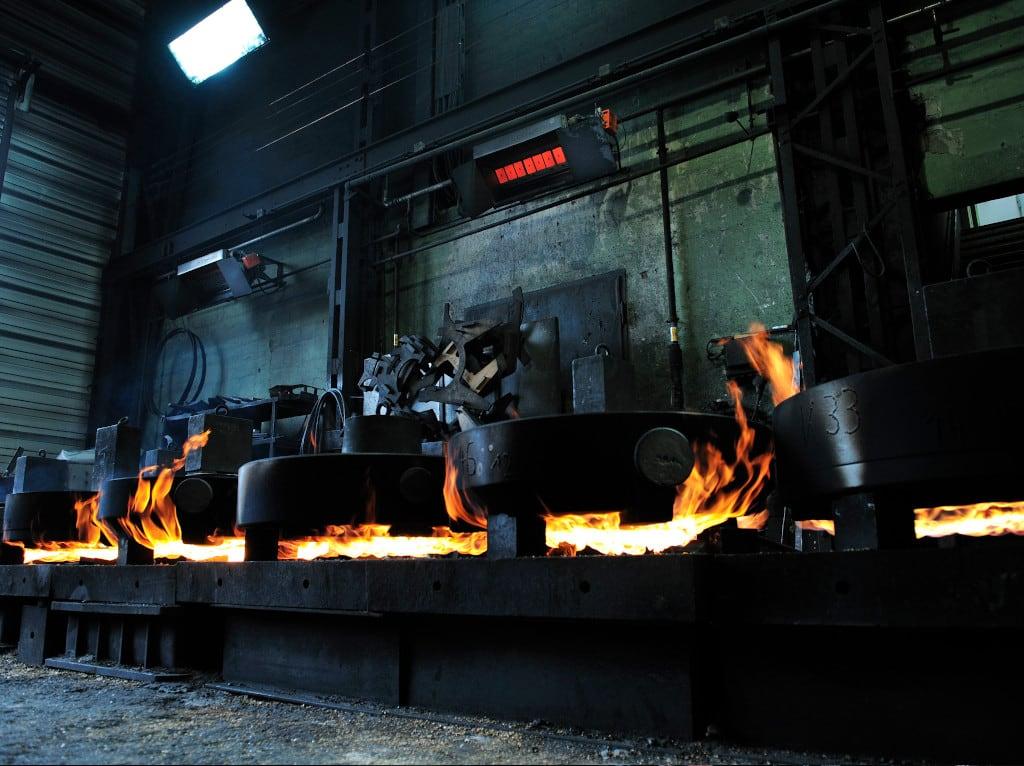 Ein Hellstrahler in Betrieb in der Produktion von Bosch Rexroth.