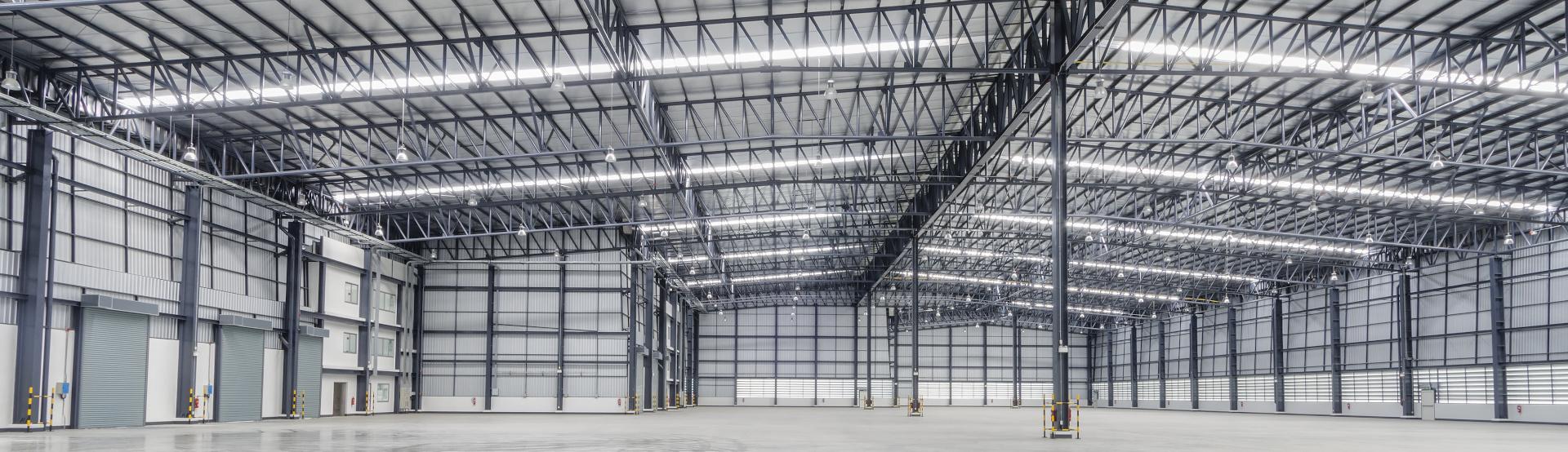 Einde moderne Lagerhalle für die Industrie oder Logistik.